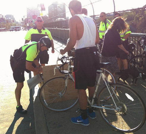 Police giving out free helmets to bicyclists without them