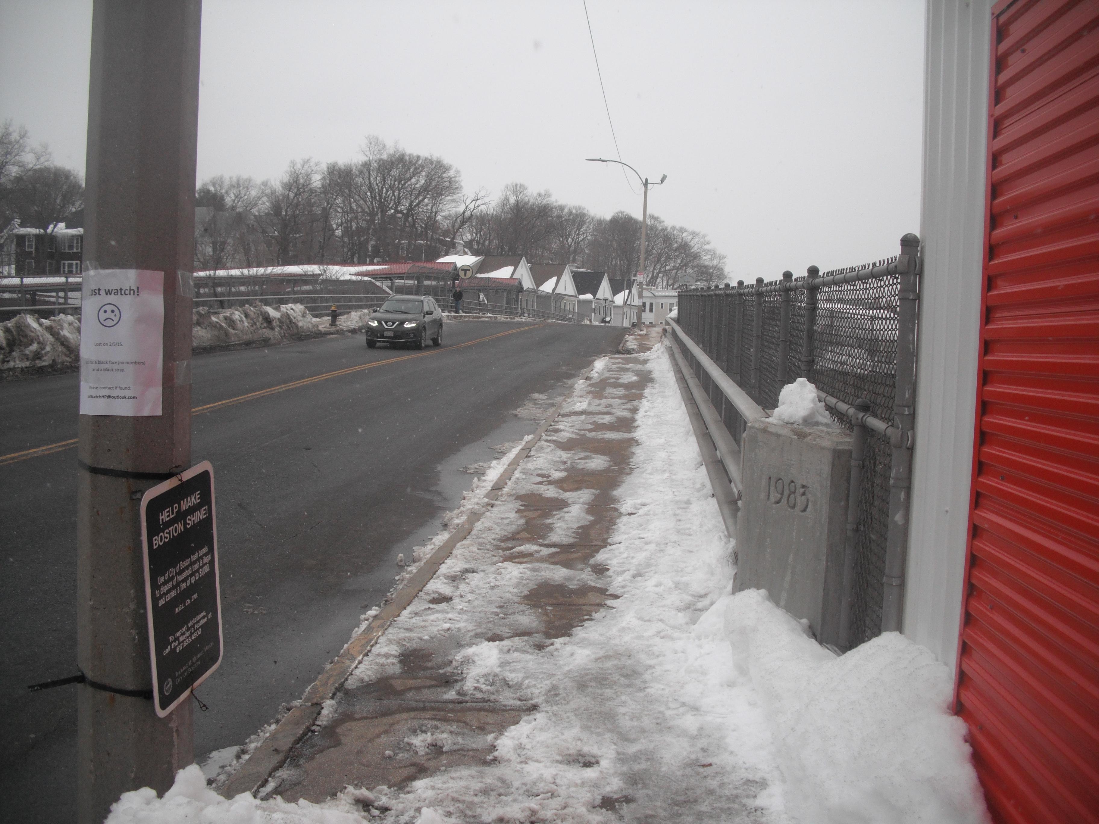Fairmount Avenue bridge sidewalk in Hyde Park