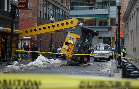 2009 collapsed crane in downtown Boston.
