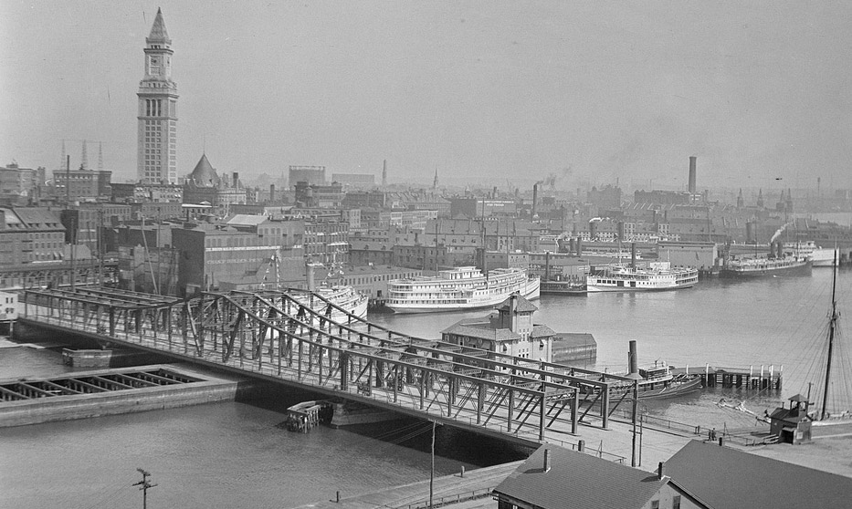 Northern Avenue Bridge over Fort Point Channel in 1919