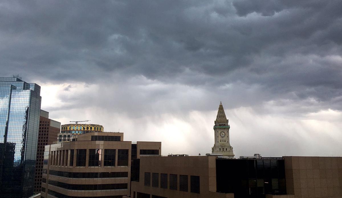 Storm rolls into Boston