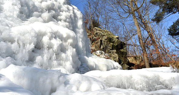 Frozen falls in Melrose