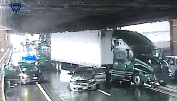 Crash that shut I-93 south into Boston