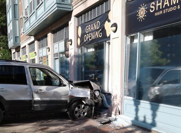 Car crash at Northampton and Washington streets