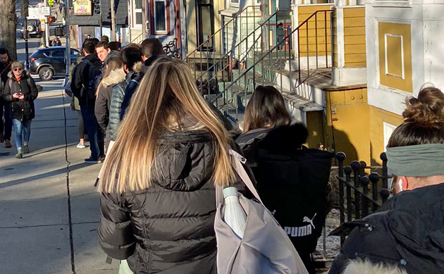 Line for the 7 bus
