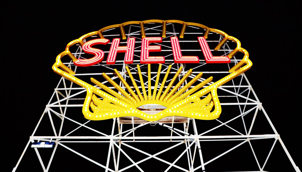 Shell sign in Cambridge