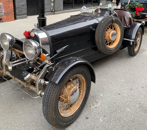Fancy old car on Congress Street