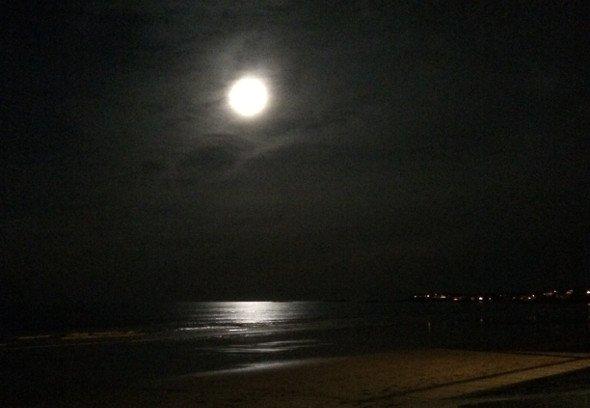 Full moon over Hull