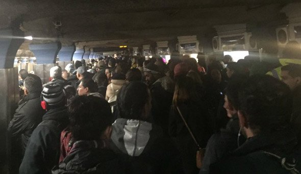 Crowded Blue Line station at State Street