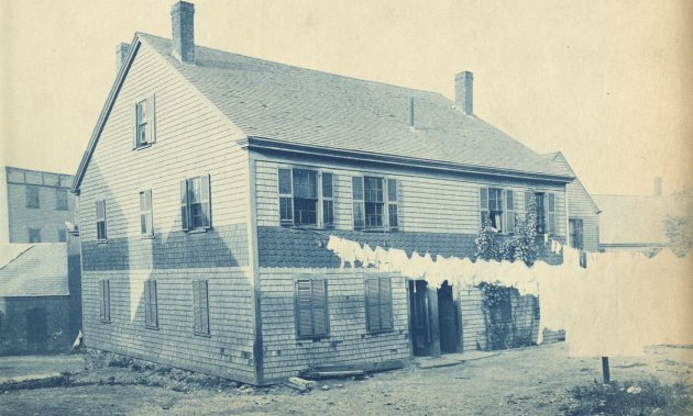 Old house with outdoor laundry in Boston