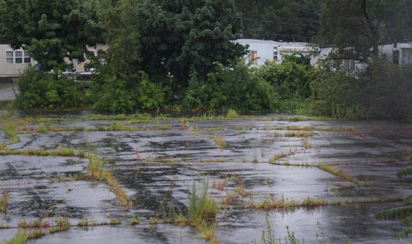 Abandoned parking lot could become apartment complex