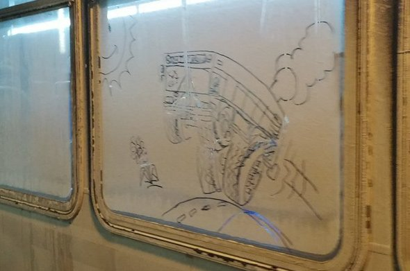 Art on the window of a 556 bus