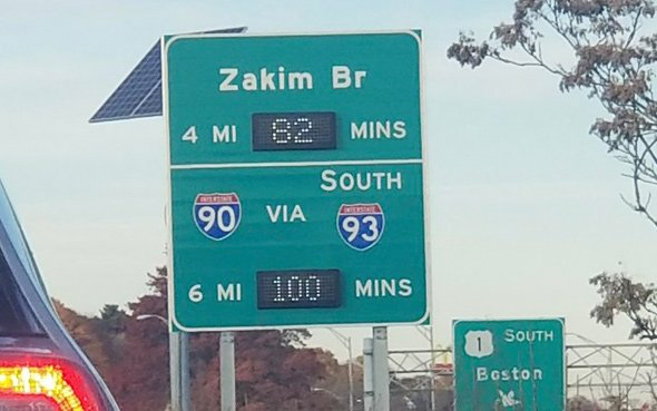 Electronic signboard showing long delays on I-93