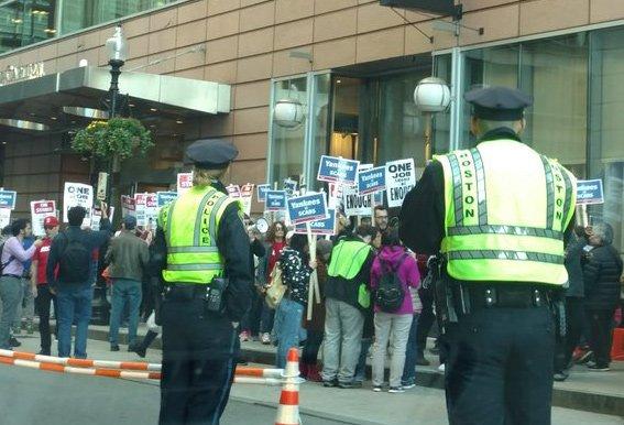 Union protesters at Ritz-Carlton