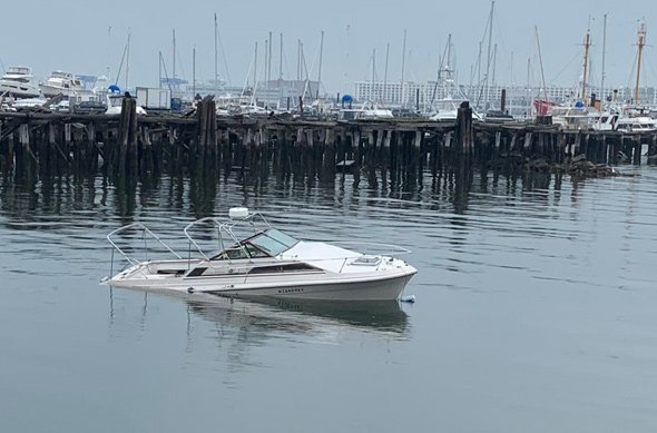 Foundering boat off Piers Park