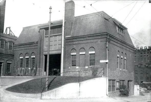 Building in old Boston