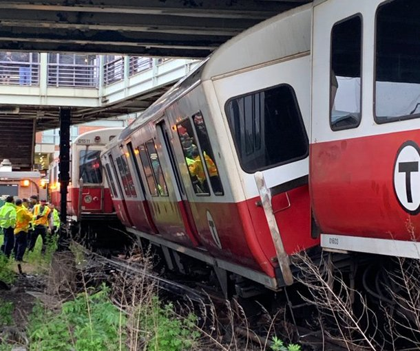 Red Line train off the rails