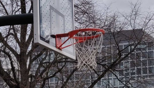 Unzipped basketball hoop