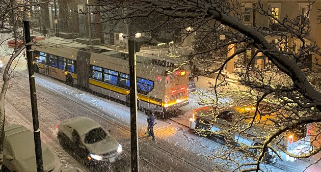 39 bus having trouble in the snow on South Huntington Avenue