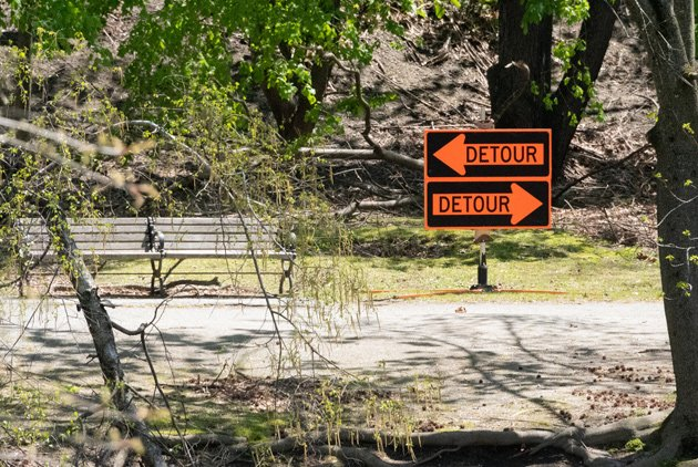 Detour signs along the Muddy River