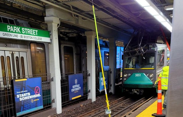 Green Line train in trouble at Park Street