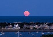 Moonrise over Hull