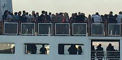 Lot of people on a harbor cruise