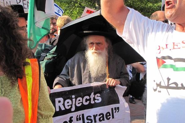 Protest: Rebbe