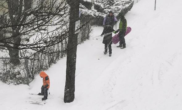 Ski familiy in Somerville