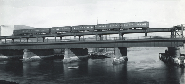 Train on the upper level of the North Washington Street Bridge