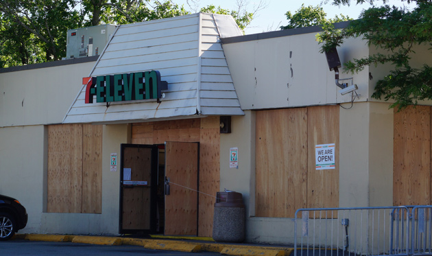 Boarded up 7-Eleven